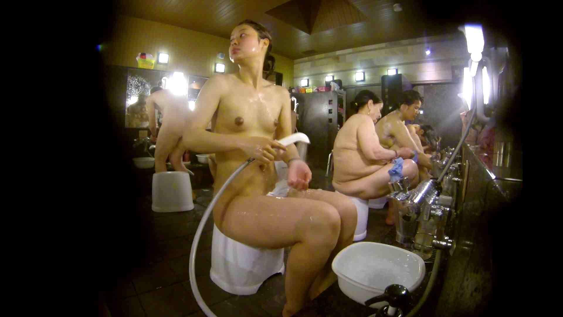 追い撮り!脱衣~洗い場、徹底追跡!撮り師さんに拍手!! 0   0  103画像 32