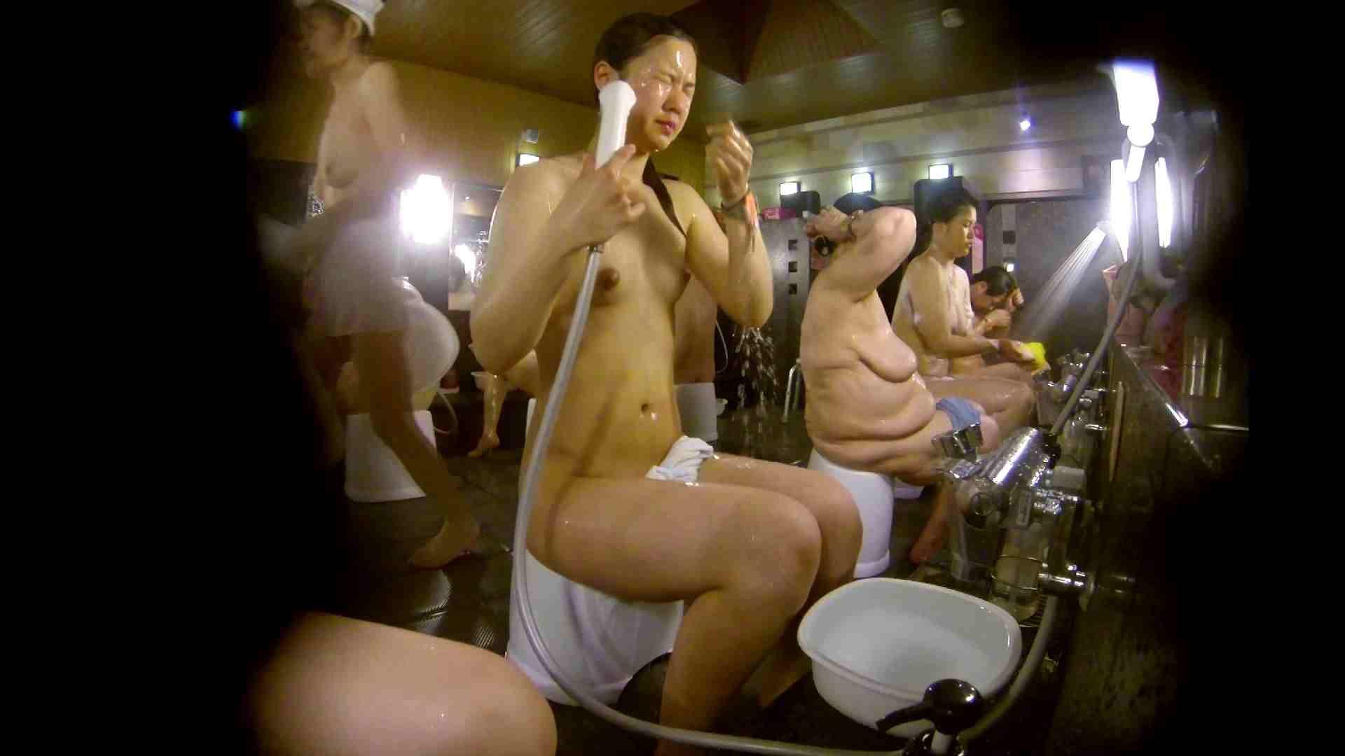 追い撮り!脱衣~洗い場、徹底追跡!撮り師さんに拍手!! 0   0  103画像 43