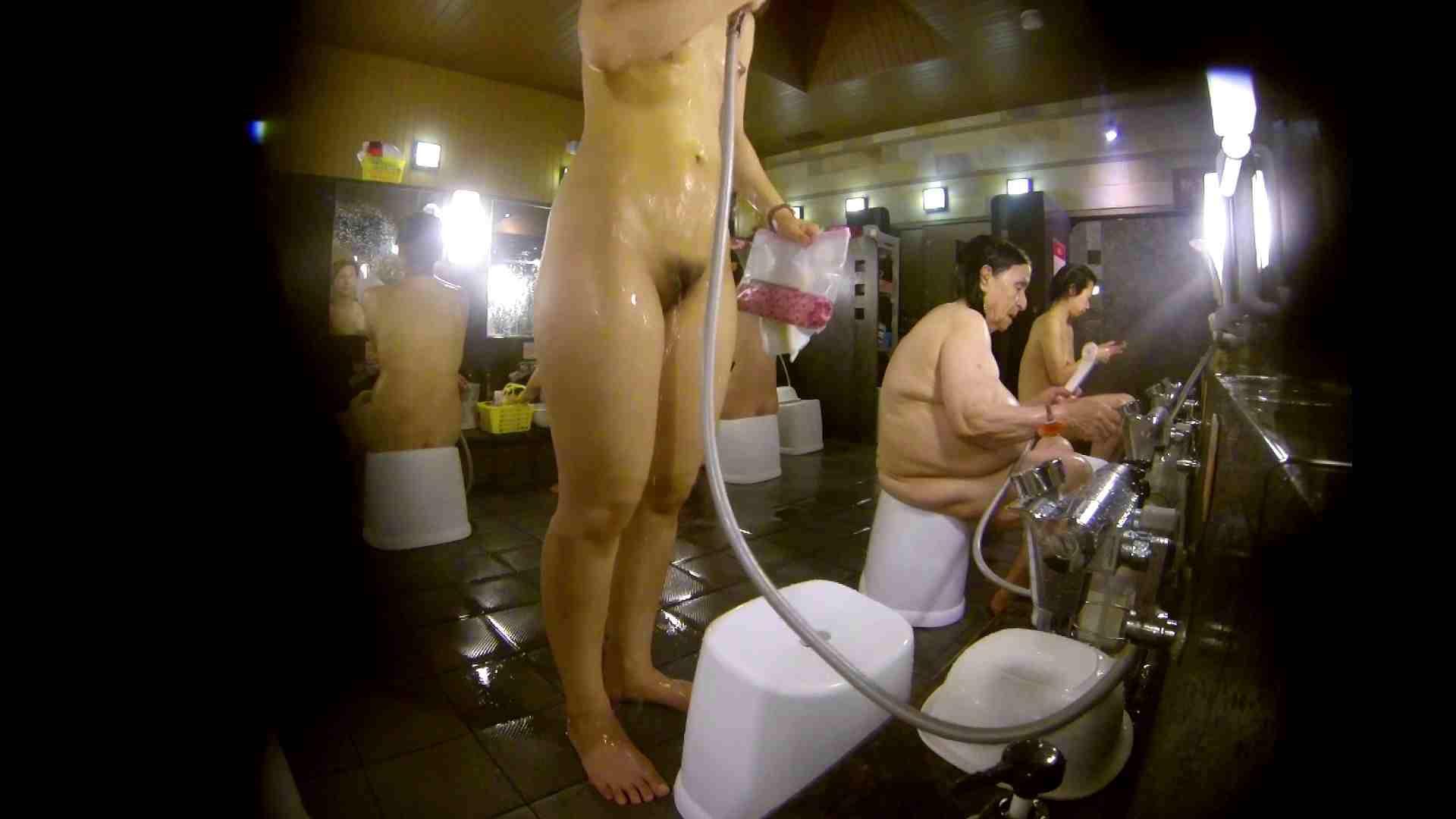 追い撮り!脱衣~洗い場、徹底追跡!撮り師さんに拍手!! 0   0  103画像 81