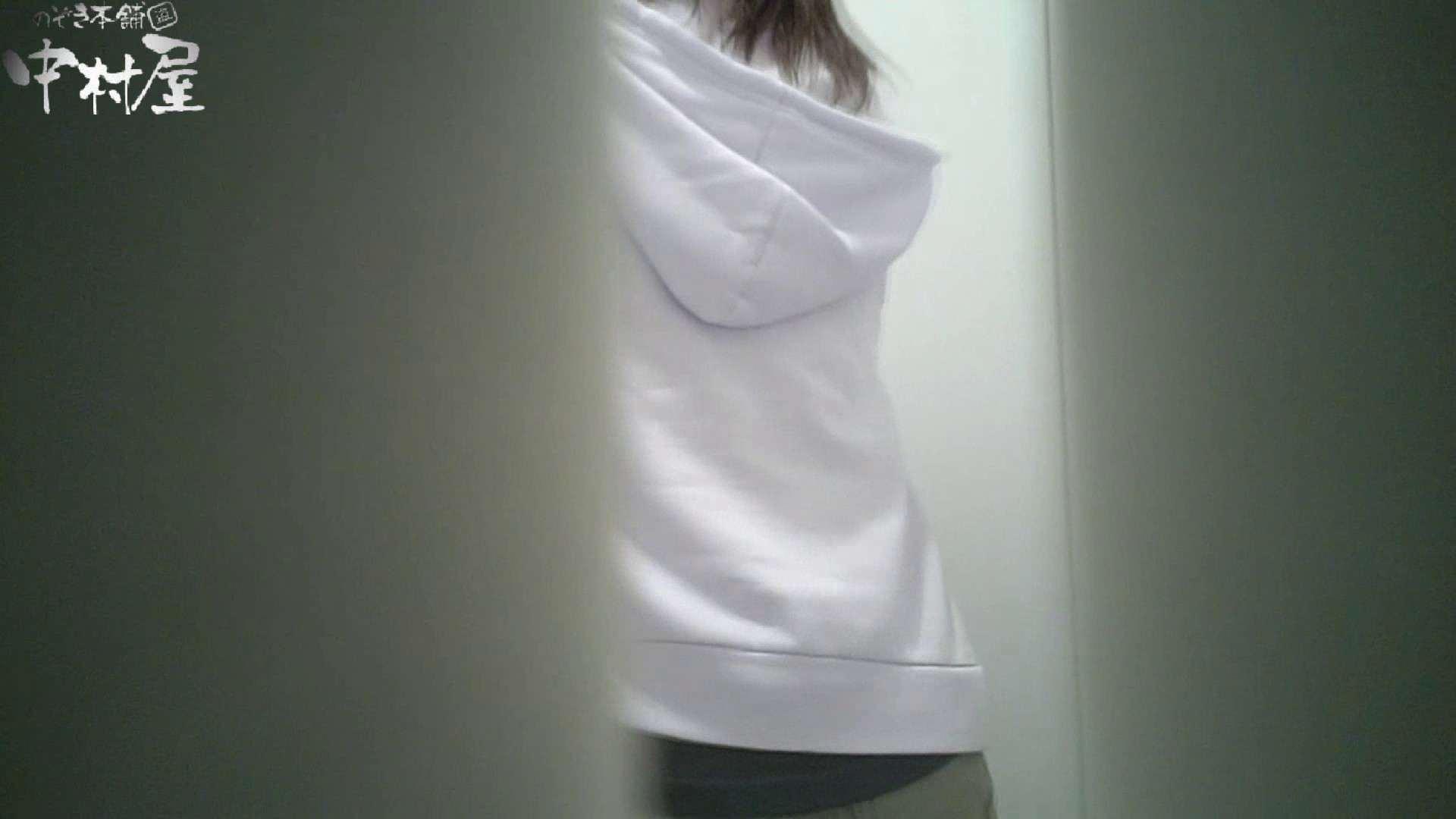 【某有名大学女性洗面所】有名大学女性洗面所 vol.35 安定の2カメ 最近の女性は保守的な下着が多め? 下着   潜入画像  83画像 47